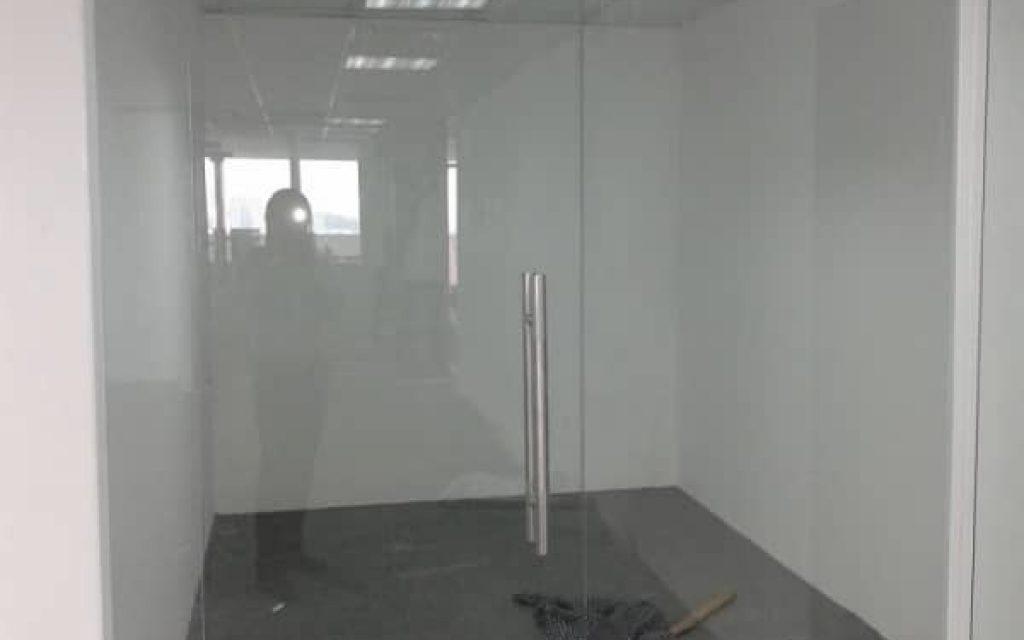 Cửa kính 4 tấm (1 cánh + 3 vách)